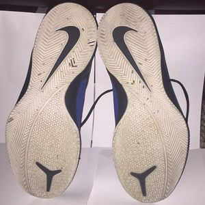 Nike Shoes - Nike Air Versitile 1